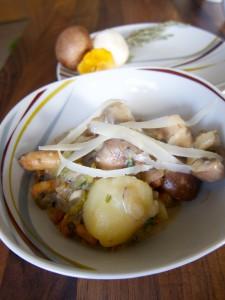 Pilzragout mit Essiggurken und Parmesan
