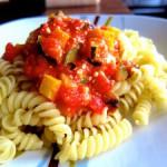 Pasta mit mediterraner Gemüsesauce