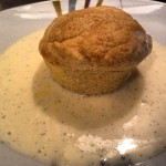 Kaisermuffin mit Vanillesauce - gebacken in einem Muffinblech
