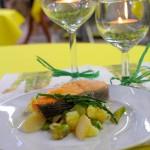 Lachs auf lauwarmem Kartoffel-Spargelsalat