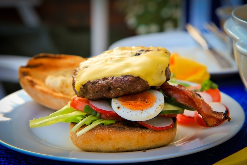 Hamburger in farbenfroh